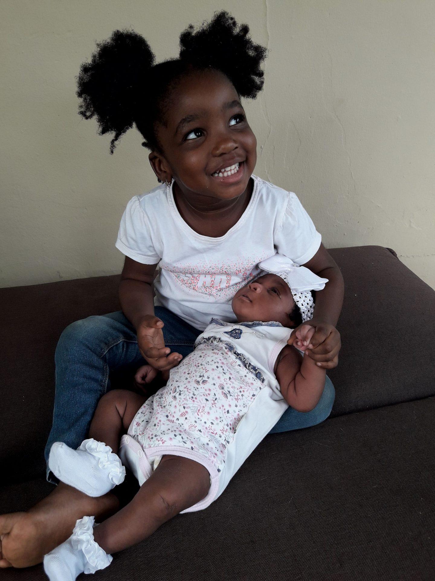 newborn photoshoot with big sister