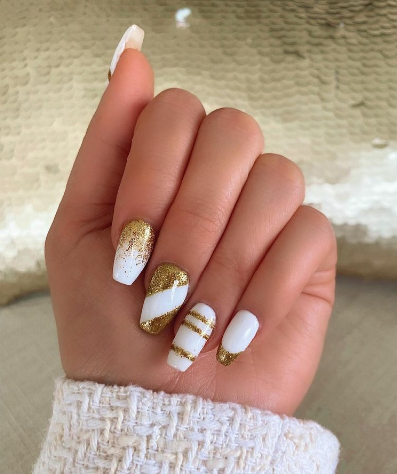 white and gold nails designs