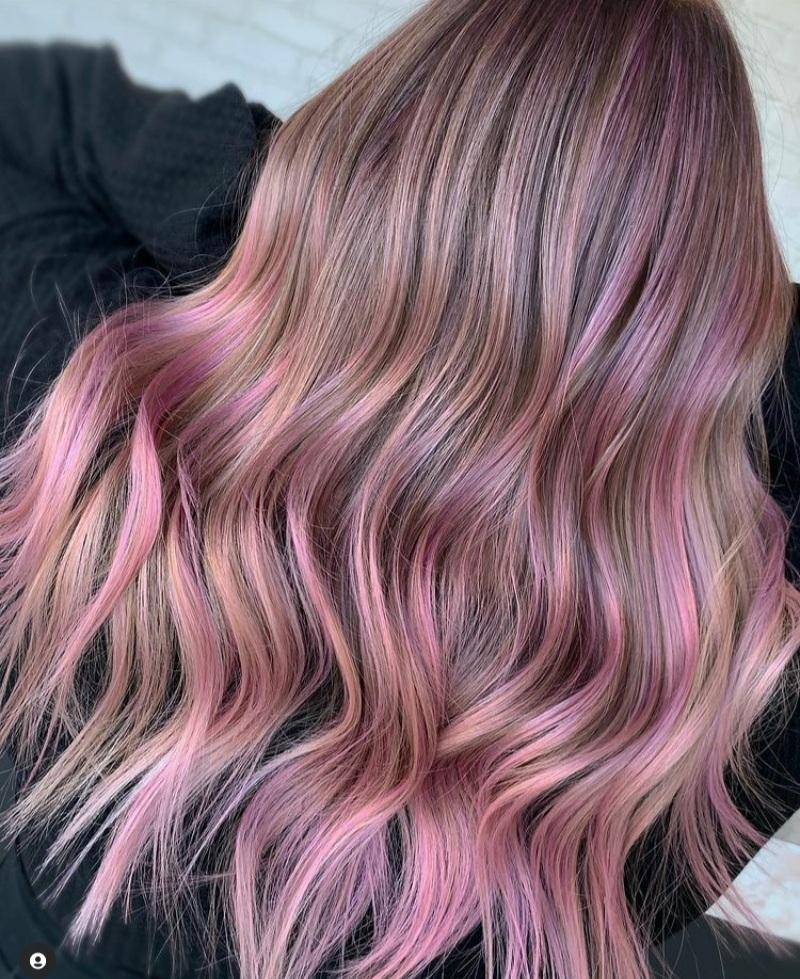 pink highlight hair
