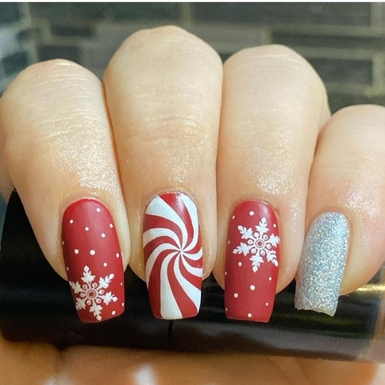 Christmas ornament nail designs